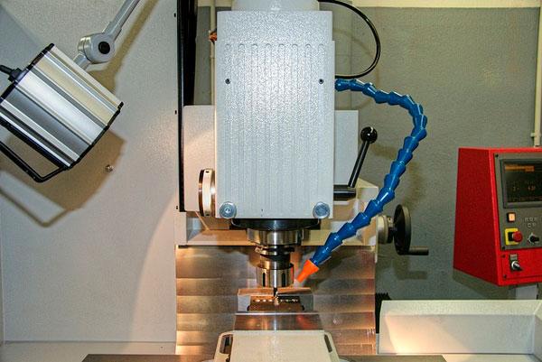 fresadora para la fabricación de piezas
