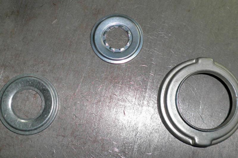 proceso de estampación en un metal